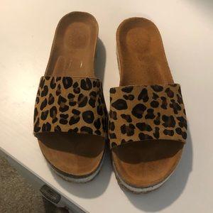Leopard platform slides